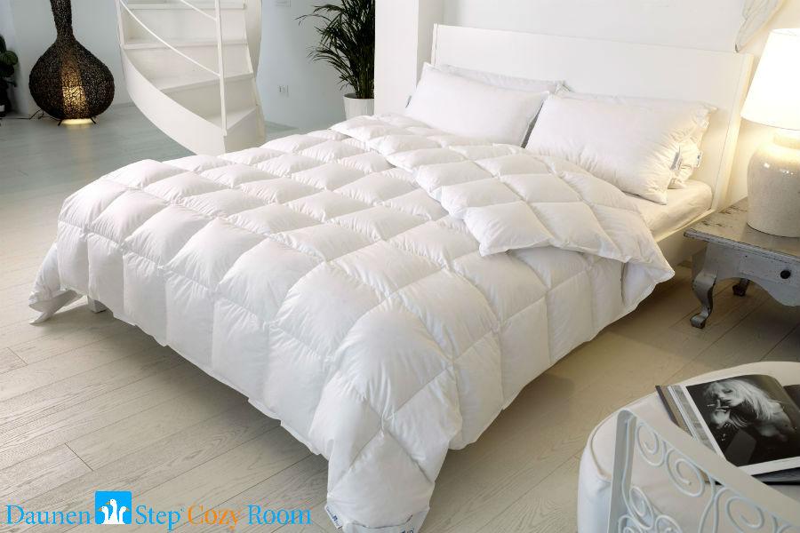 Daunenstep Cozy Room: un letto allestito con biancheria Daunenstep