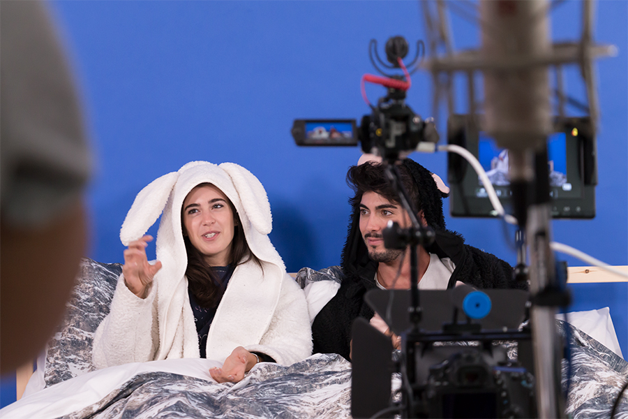 Giada e Jonathan durante il casting per diventare i protagonisti di DaunenStep Cozy Room