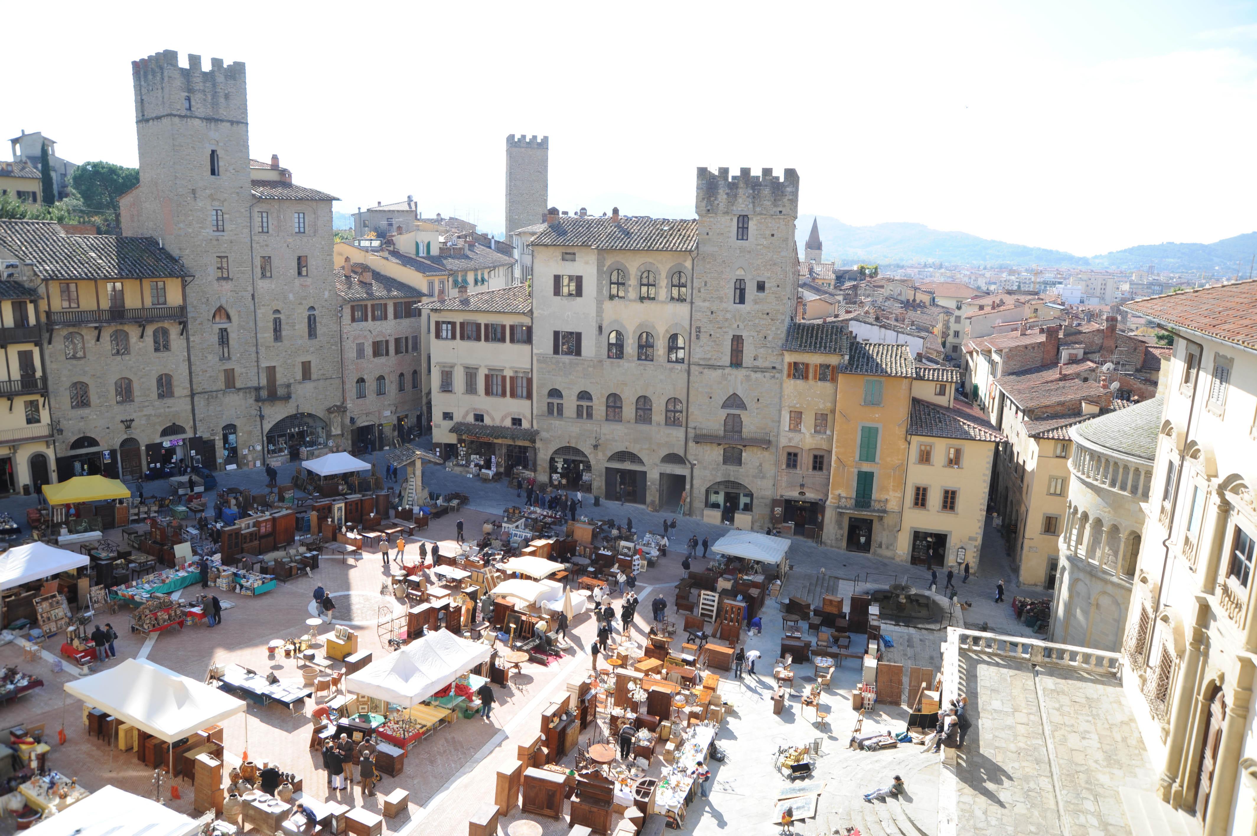 Fiera antiquaria di Arezzo dall'alto