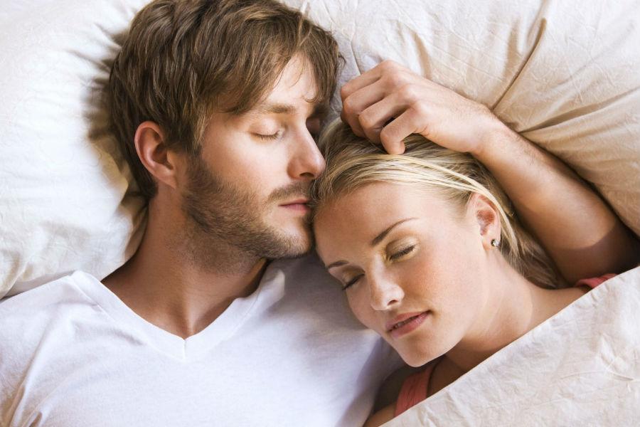 In psicologia come dormite insieme rivela la vostra - Come sorprendere un uomo a letto ...