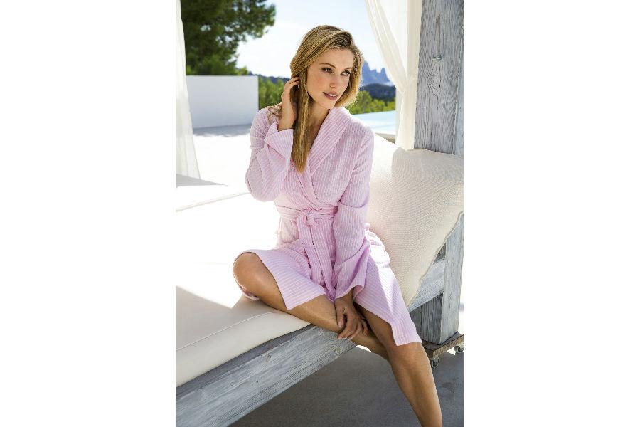 Partners - Daunenstep Cozy Room - Vossen: modella con indosso un accappatoio