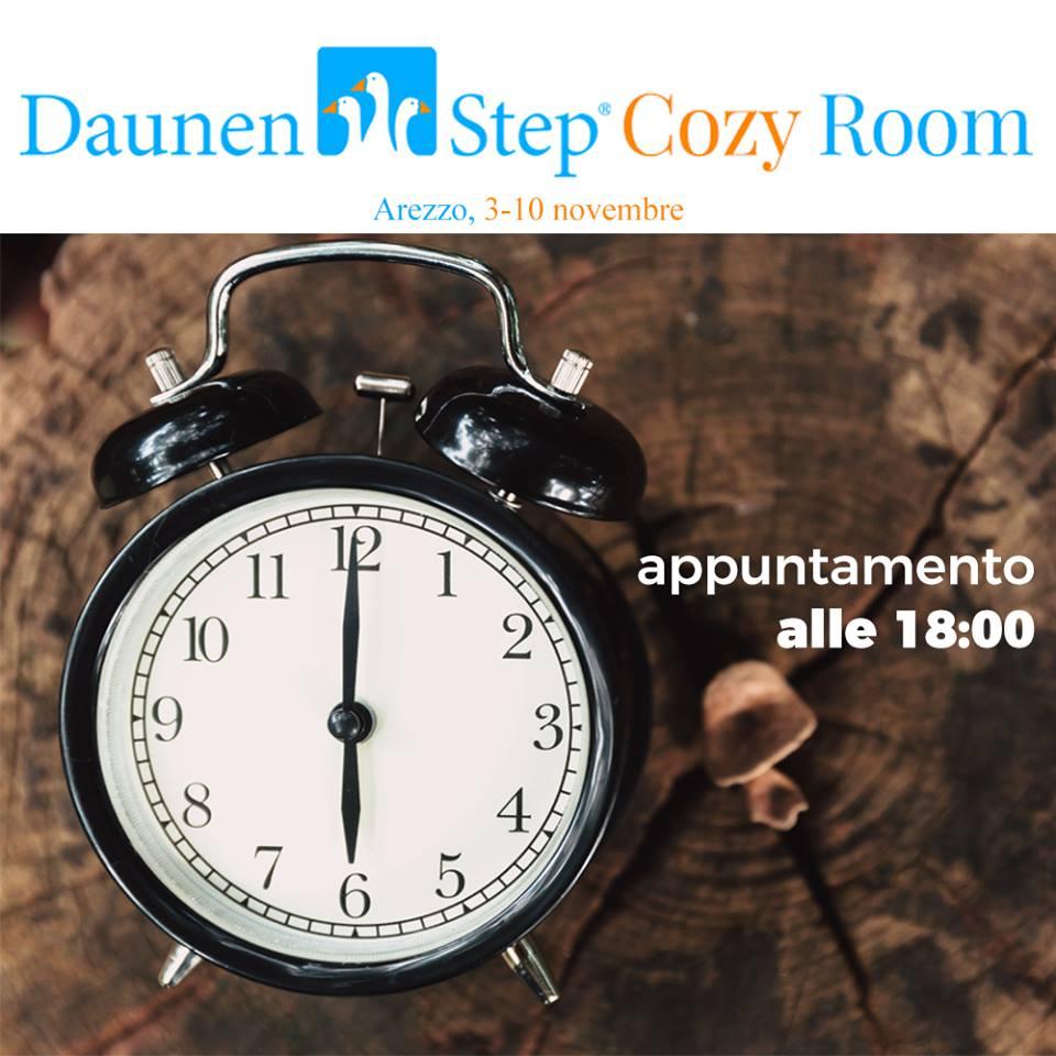Daunenstep Cozy Room - nell'immagine una sveglia che segna le 18, ora di uscita dei ragazzi dalla vetrina