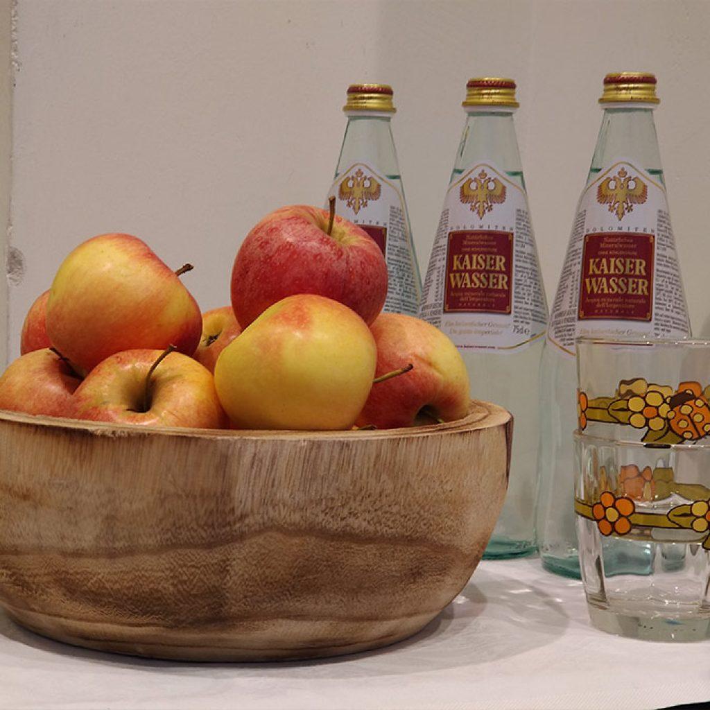 Dettaglio sul cestino di mele dell'alto adige