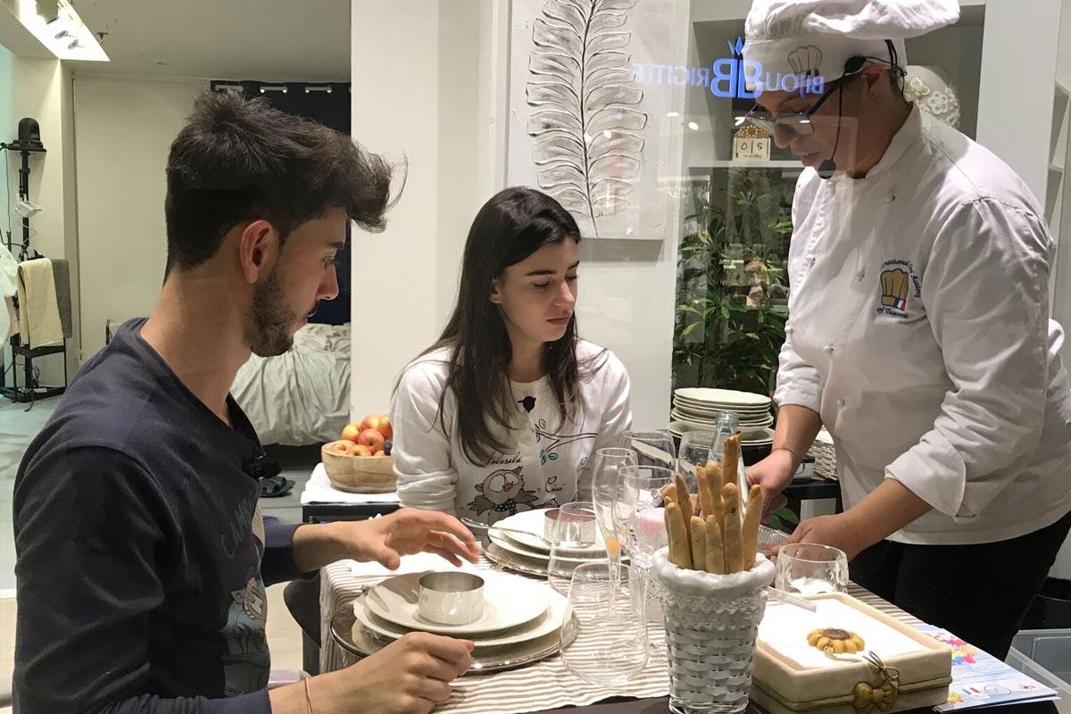 Plaid Mio: Chiara con gusto durante lo show cooking