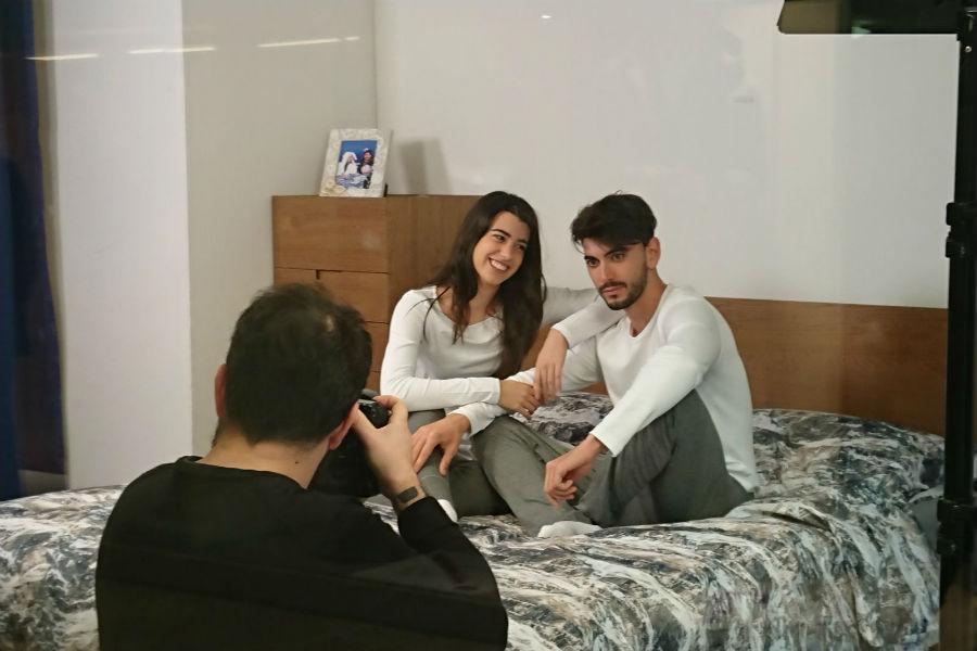 Shooting fotografico sul letto DaunenStep per Giada Cusin e Jonathan Quattrocchi