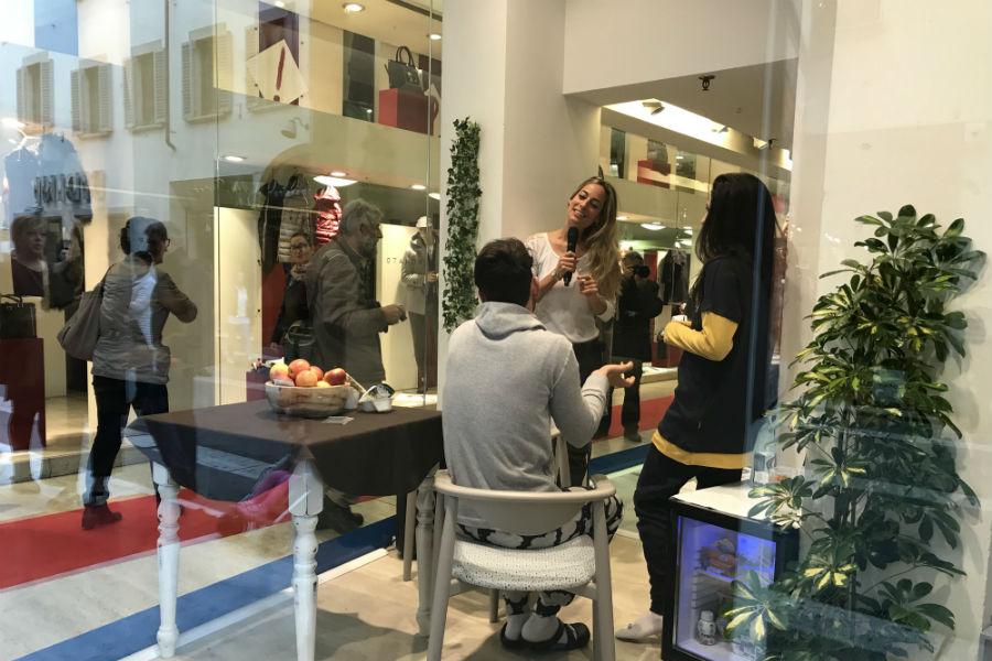 Giada Cusin e Jonathan Quattrocchi con Jessica Polsky all'interno della DaunenStep Cozy Room