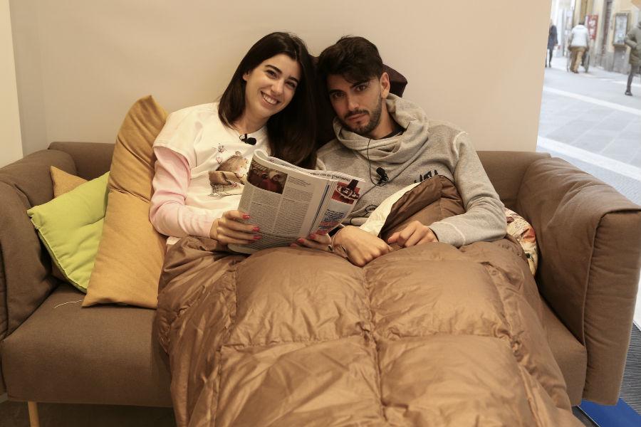 Giada Cusin e Jonathan Quattrocchi durante un momento di relax all'interno della DaunenStep Cozy Room